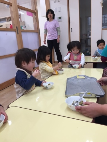 0歳児 ひよこ組  ふりかけ作りクッキング_c0151262_10150939.jpg