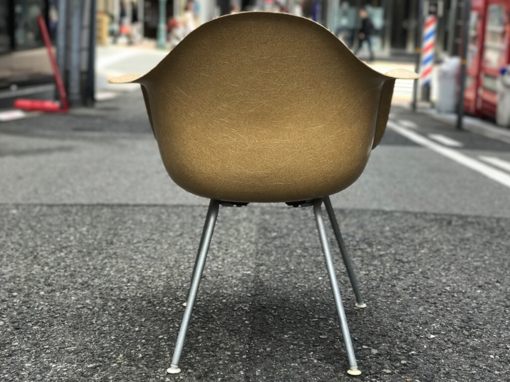神戸店3/29(水)イームズチェア&インダストリアル ランプ、家具入荷! #1 Eams ArmShell Chair!!!_c0078587_20065020.jpg