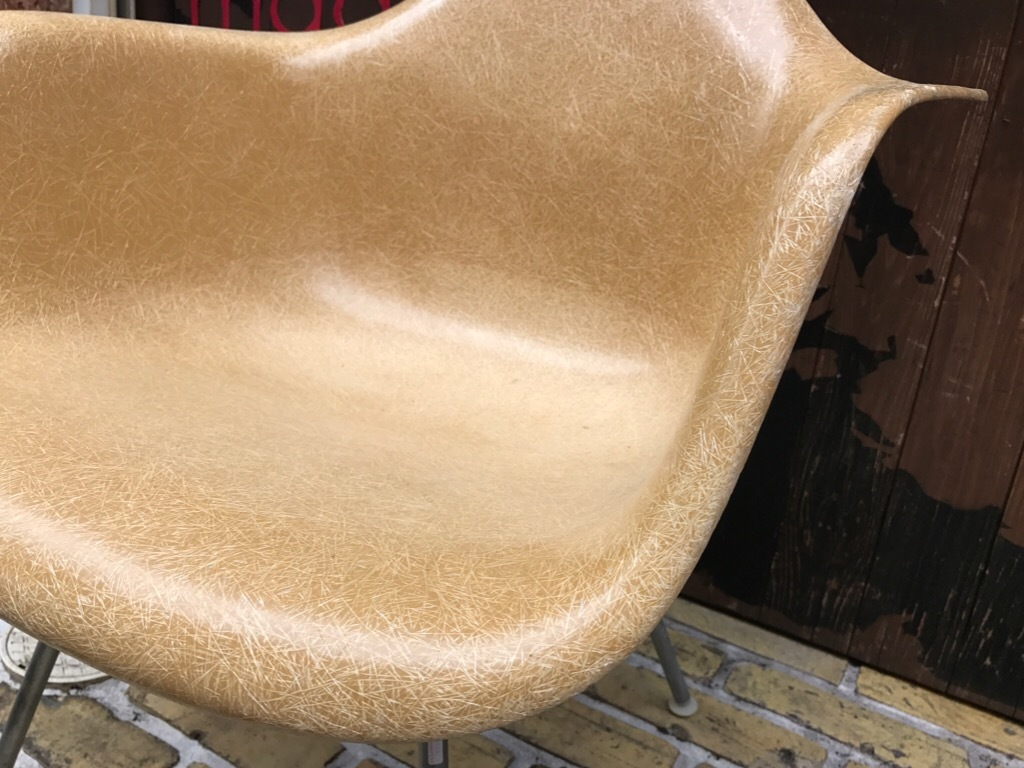 神戸店3/29(水)イームズチェア&インダストリアル ランプ、家具入荷! #1 Eams ArmShell Chair!!!_c0078587_20065732.jpg