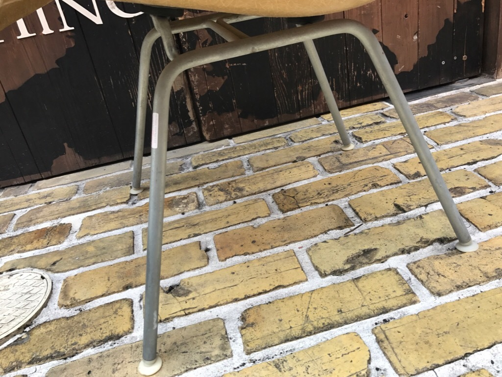 神戸店3/29(水)イームズチェア&インダストリアル ランプ、家具入荷! #1 Eams ArmShell Chair!!!_c0078587_20070386.jpg