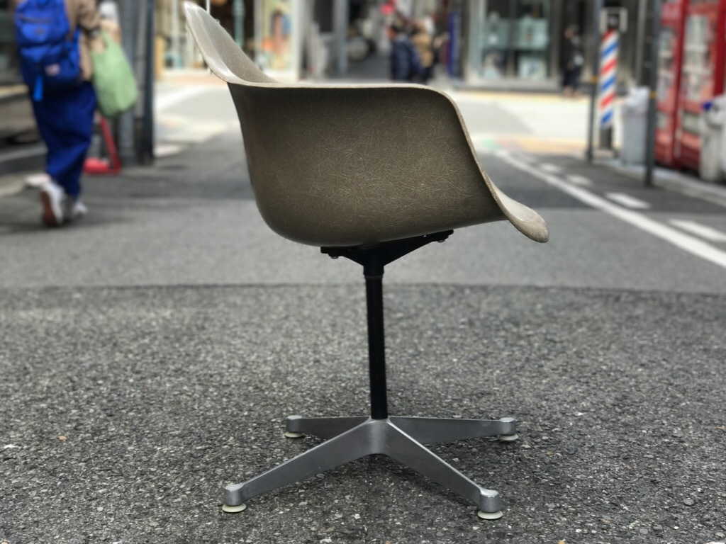 神戸店3/29(水)イームズチェア&インダストリアル ランプ、家具入荷! #1 Eams ArmShell Chair!!!_c0078587_20120018.jpg