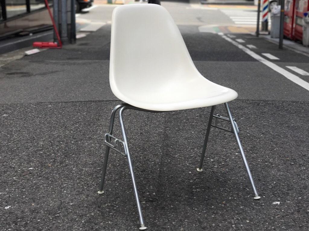 神戸店3/29(水)イームズチェア&インダストリアル ランプ、家具入荷! #1 Eams ArmShell Chair!!!_c0078587_20163552.jpg