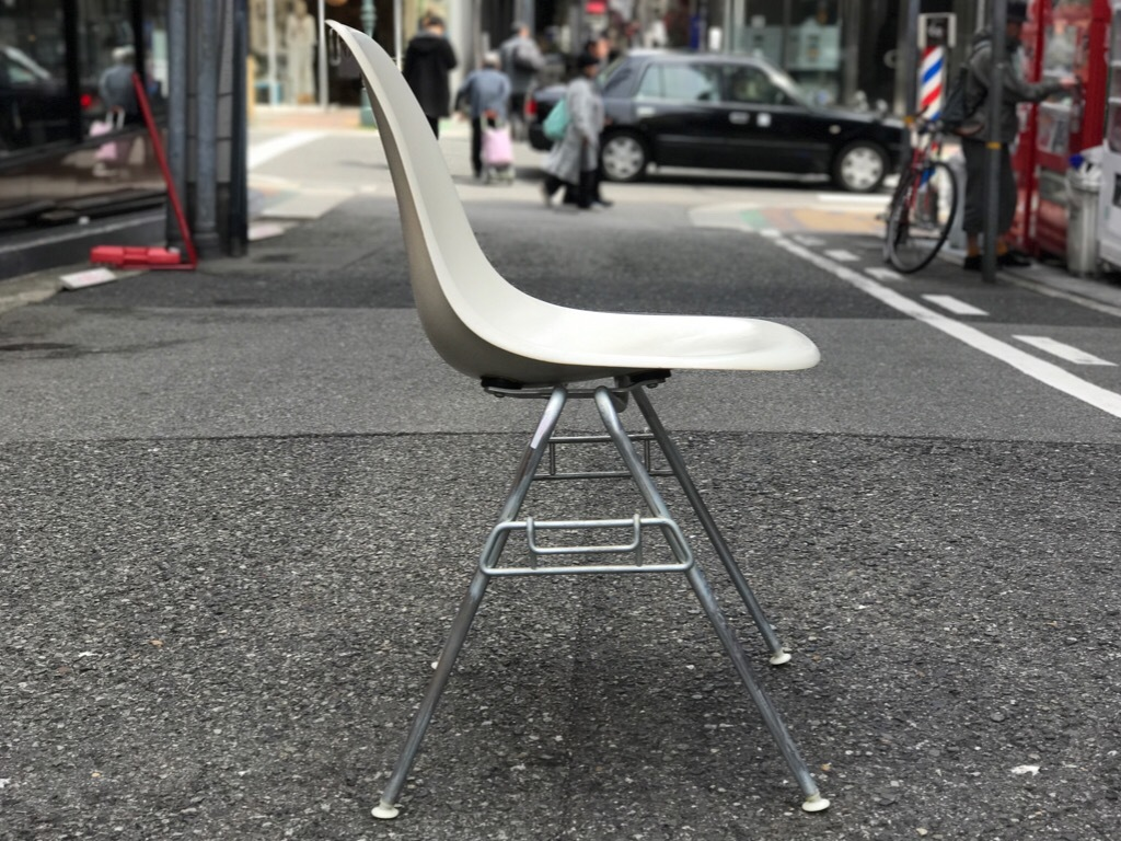 神戸店3/29(水)イームズチェア&インダストリアル ランプ、家具入荷! #1 Eams ArmShell Chair!!!_c0078587_20163893.jpg