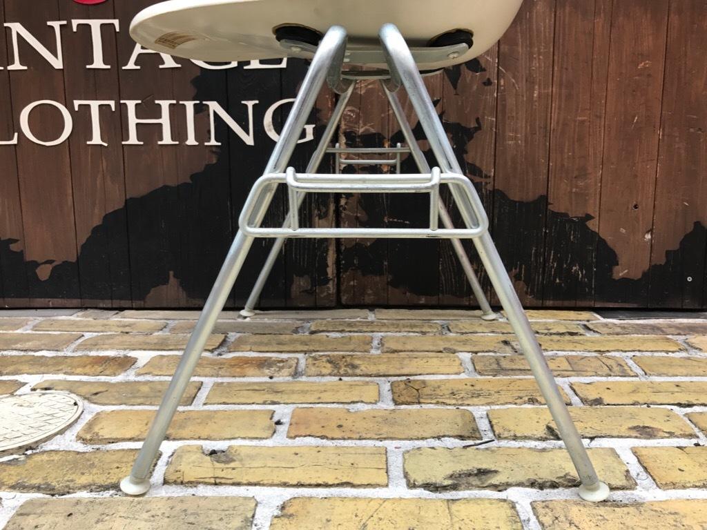 神戸店3/29(水)イームズチェア&インダストリアル ランプ、家具入荷! #1 Eams ArmShell Chair!!!_c0078587_20170360.jpg