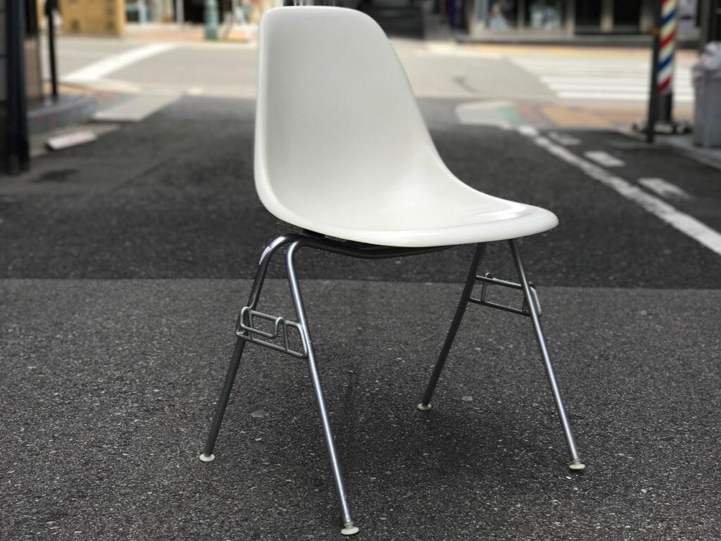 神戸店3/29(水)イームズチェア&インダストリアル ランプ、家具入荷! #1 Eams ArmShell Chair!!!_c0078587_20204063.jpg