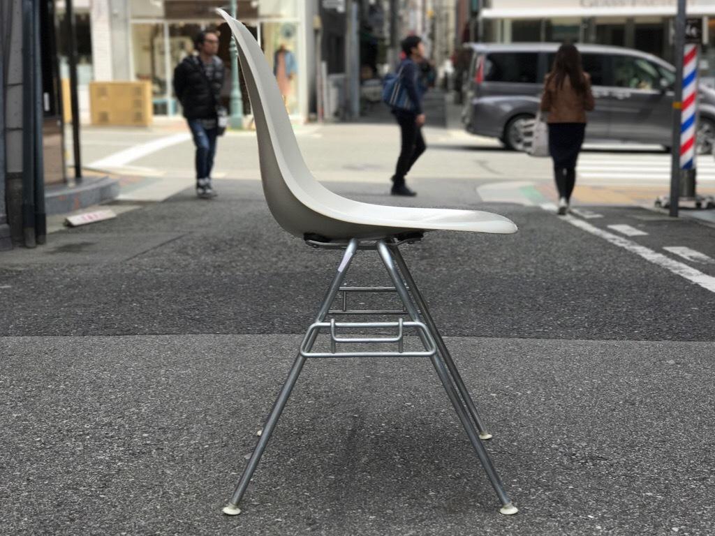 神戸店3/29(水)イームズチェア&インダストリアル ランプ、家具入荷! #1 Eams ArmShell Chair!!!_c0078587_20204367.jpg