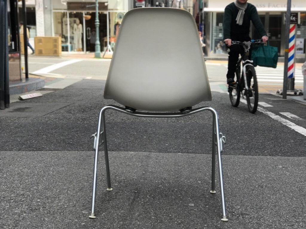 神戸店3/29(水)イームズチェア&インダストリアル ランプ、家具入荷! #1 Eams ArmShell Chair!!!_c0078587_20204653.jpg