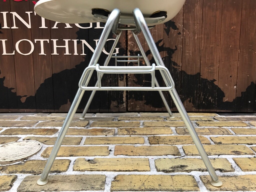 神戸店3/29(水)イームズチェア&インダストリアル ランプ、家具入荷! #1 Eams ArmShell Chair!!!_c0078587_20205287.jpg