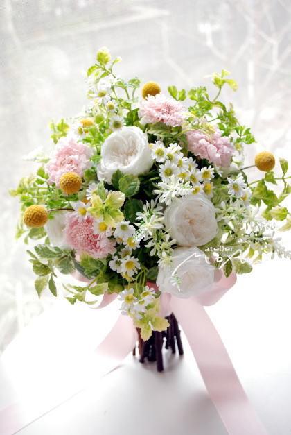 ピンクスカビオサと小花のクラッチブーケ!_a0136507_21245375.jpg