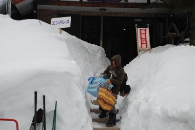 27日 月曜  雪  0℃_f0210811_06384301.jpg