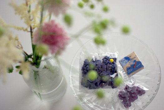 スミレの香りとカシスのカリカリしたサブレ イルプルーのお菓子_d0329740_230054.jpg