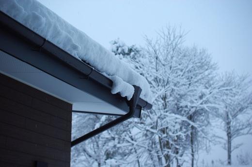 日陰は30cmくらいの積雪。_c0110869_1101112.jpg