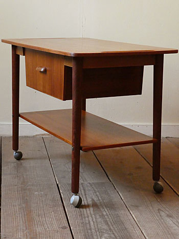 sewing table_c0139773_17100185.jpg