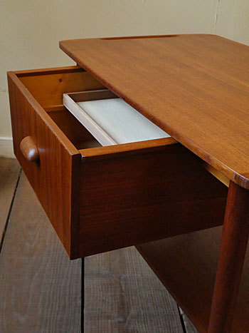 sewing table_c0139773_17111562.jpg