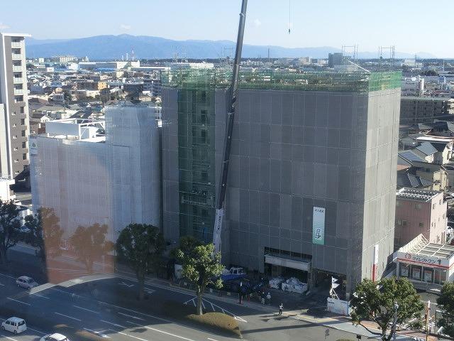 市役所南側に建設中のホテルが、ずいぶん形になってきました_f0141310_07481603.jpg