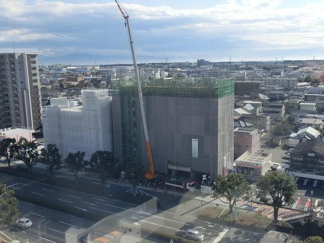 市役所南側に建設中のホテルが、ずいぶん形になってきました_f0141310_07482400.jpg