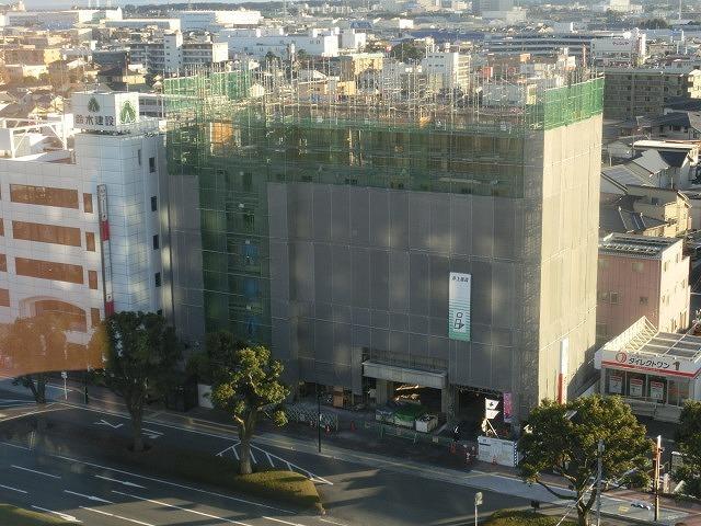 市役所南側に建設中のホテルが、ずいぶん形になってきました_f0141310_07484901.jpg