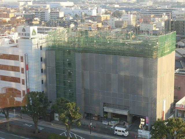 市役所南側に建設中のホテルが、ずいぶん形になってきました_f0141310_07490144.jpg