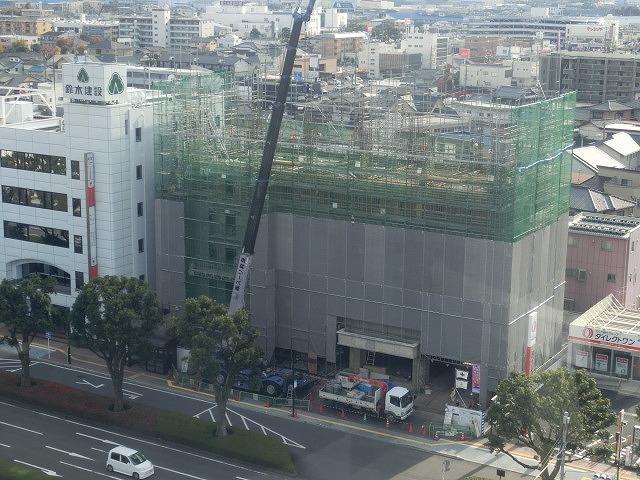 市役所南側に建設中のホテルが、ずいぶん形になってきました_f0141310_07491113.jpg