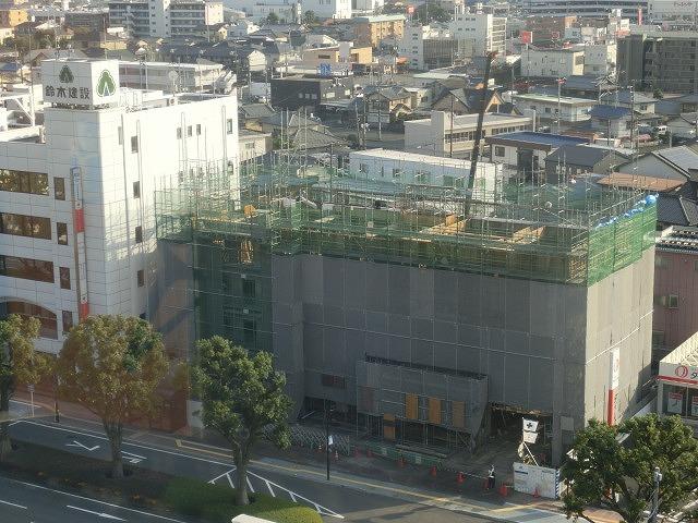 市役所南側に建設中のホテルが、ずいぶん形になってきました_f0141310_07493124.jpg