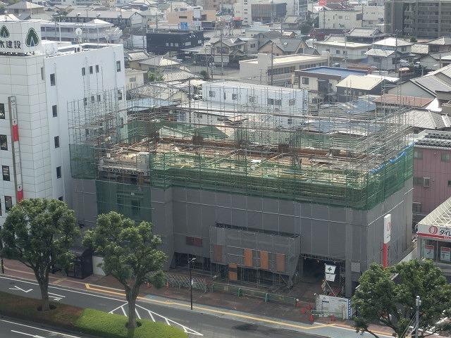 市役所南側に建設中のホテルが、ずいぶん形になってきました_f0141310_07493900.jpg