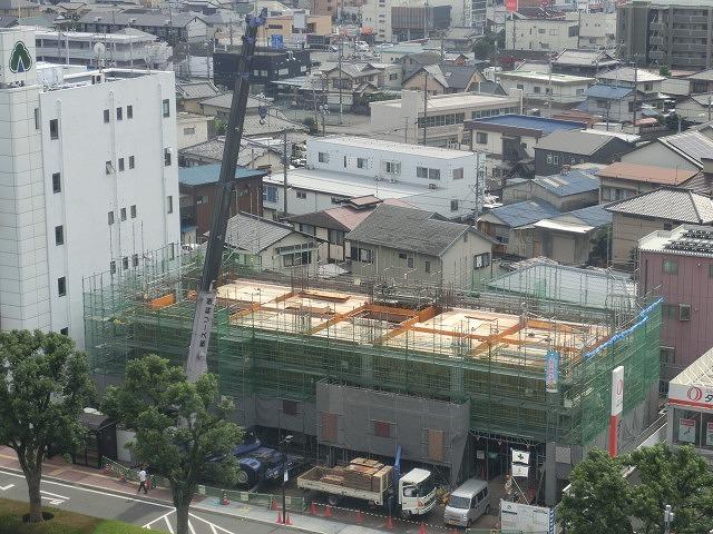 市役所南側に建設中のホテルが、ずいぶん形になってきました_f0141310_07495692.jpg