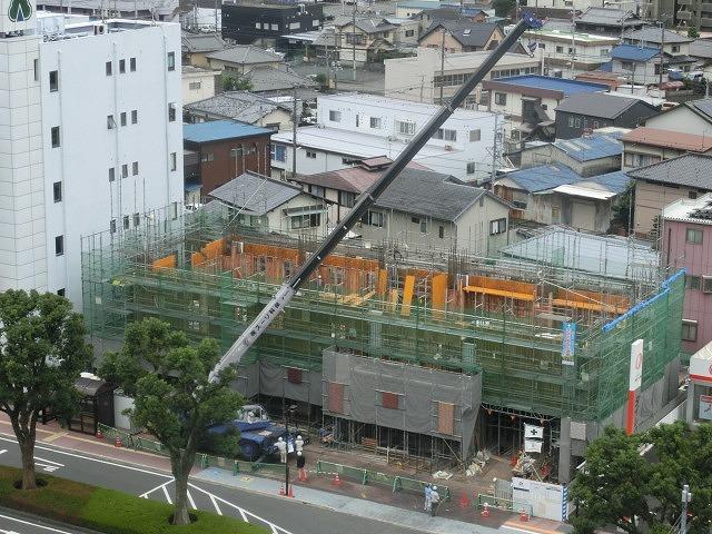 市役所南側に建設中のホテルが、ずいぶん形になってきました_f0141310_07500678.jpg