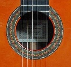 コンデエルマノスフラメンコギター『パコモデル』_c0330563_11185863.jpg