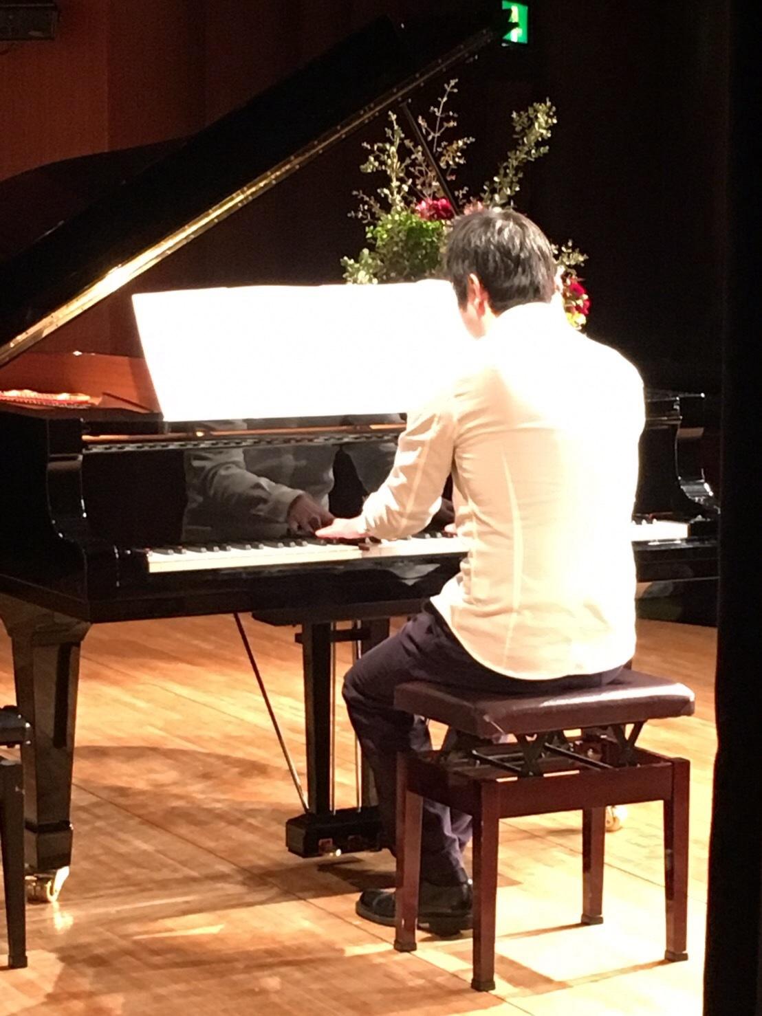 緊張したおっさんが「パリは燃えているか」をピアノ発表会で弾くと、こんなふうになるWWWWWWWWWWW_b0344880_16265562.jpg