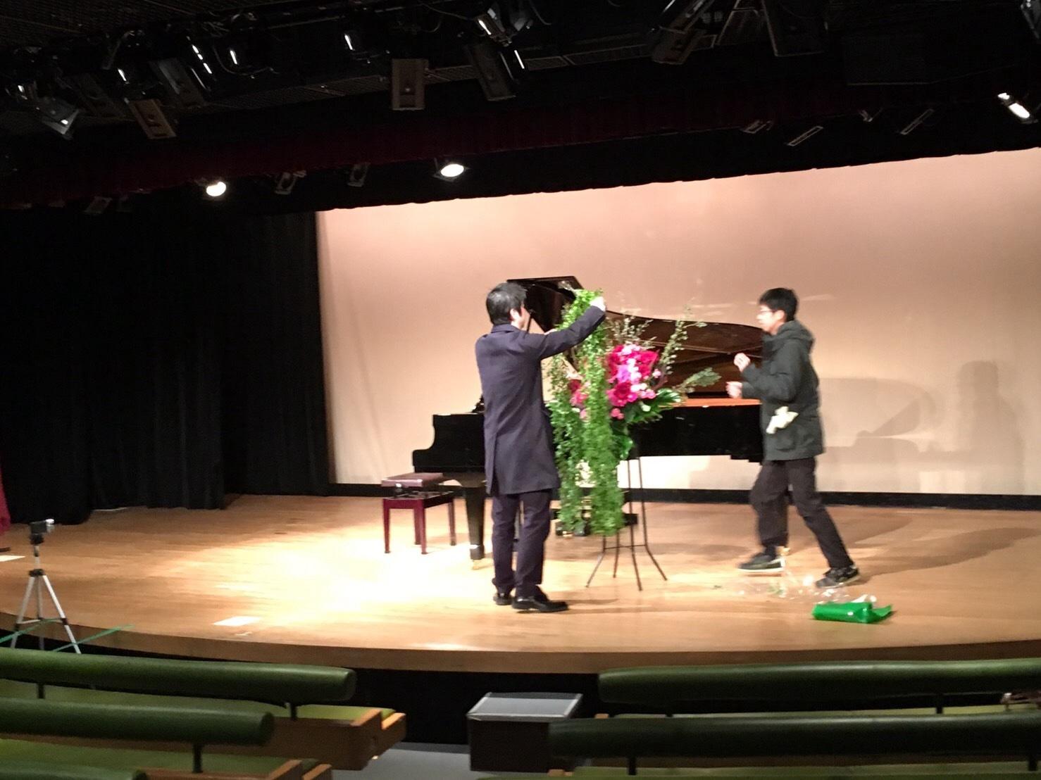 緊張したおっさんが「パリは燃えているか」をピアノ発表会で弾くと、こんなふうになるWWWWWWWWWWW_b0344880_16271325.jpg