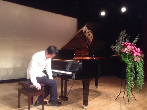 緊張したおっさんが「パリは燃えているか」をピアノ発表会で弾くと、こんなふうになるWWWWWWWWWWW_b0344880_16273686.jpg