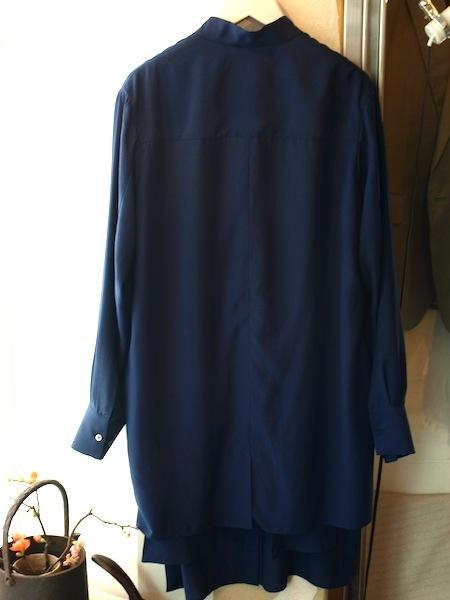 風を受けて布地が様々揺れ動く秀逸なuemulo munenoli 新作ライトコートシャツ『SARA』_e0122680_18481606.jpg