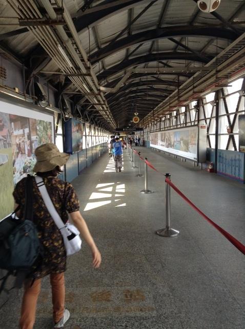 4度目台湾、高雄駅で台鉄駅弁を喰らい各停で台南へ向かう。_a0334793_23062447.jpg