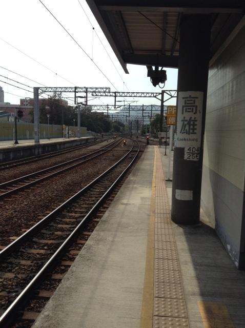 4度目台湾、高雄駅で台鉄駅弁を喰らい各停で台南へ向かう。_a0334793_23072624.jpg