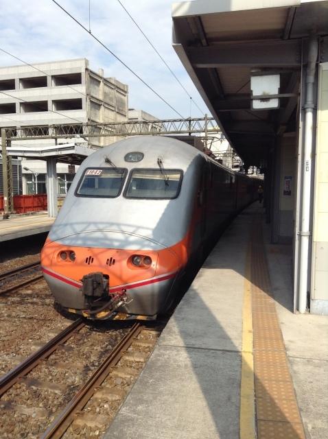 4度目台湾、高雄駅で台鉄駅弁を喰らい各停で台南へ向かう。_a0334793_23075773.jpg