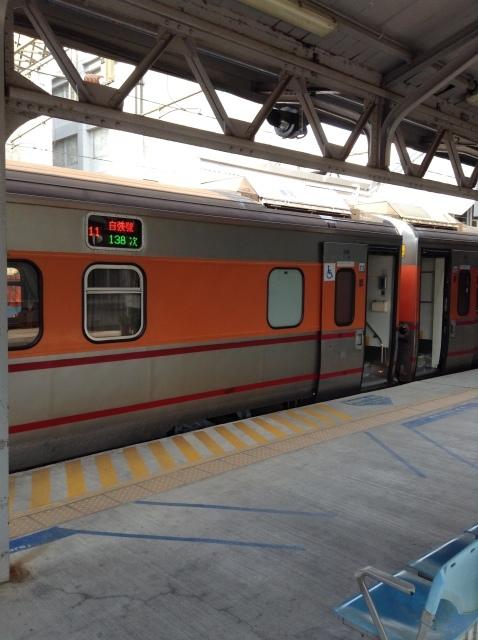 4度目台湾、高雄駅で台鉄駅弁を喰らい各停で台南へ向かう。_a0334793_23082504.jpg