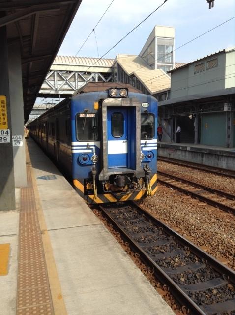 4度目台湾、高雄駅で台鉄駅弁を喰らい各停で台南へ向かう。_a0334793_23085337.jpg