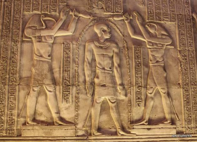 ワニの神様を祀る コム・オンボ神殿_a0092659_14564299.jpg