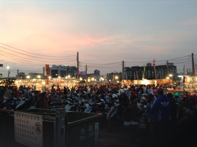 台南最大の花園夜市で食う。_a0334793_00151447.jpg