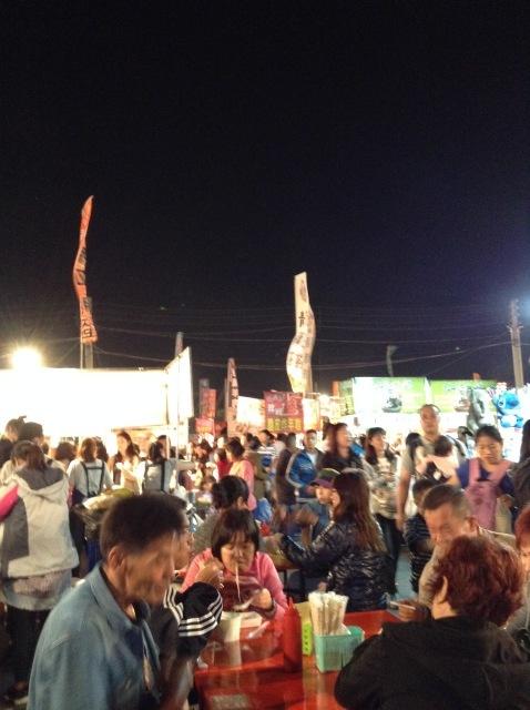 台南最大の花園夜市で食う。_a0334793_00190141.jpg