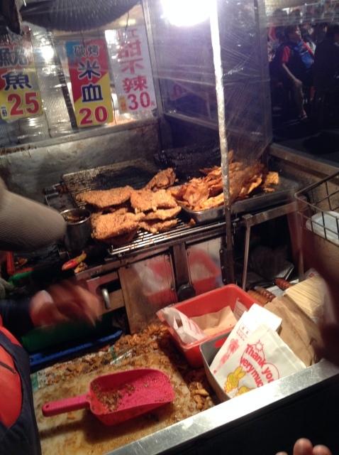 台南最大の花園夜市で食う。_a0334793_00245577.jpg