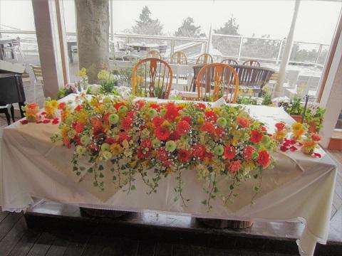 ビタミンオレンジとピンポンマムの会場花♪_f0054809_2259100.jpg