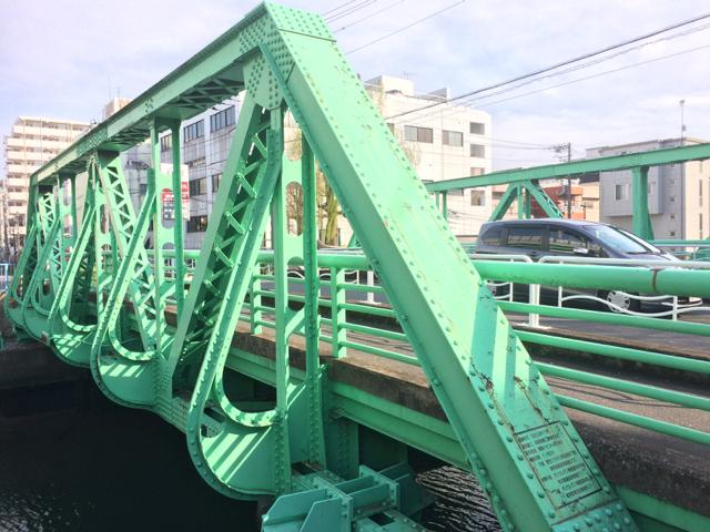 橋を見に散歩してるわけじゃないけど、いい建物はだんだんなくなってしまって、、_d0057843_17510334.jpg