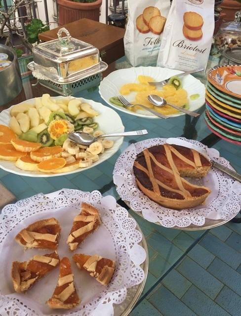 2017南イタリア旅行記その2 大好きナポリの朝ごはん_d0041729_09530957.jpg