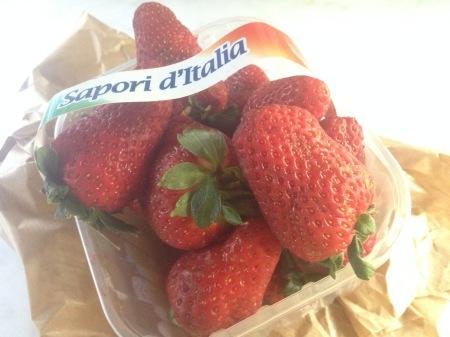 旬のイチゴでパンナコッタ_a0136671_03020941.jpg