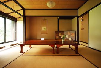 吉田五十八設計の吉屋信子邸_c0195909_07260147.jpg