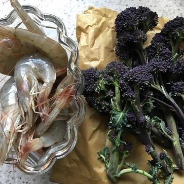 エビチリフライデーとお気に入りの紫色のお野菜_f0238789_21020776.jpg