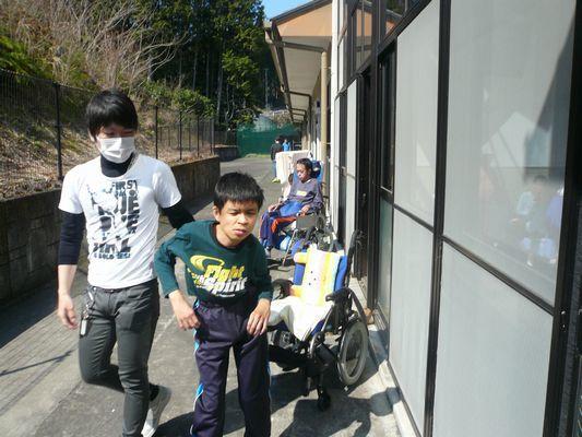 4/4 散歩_a0154110_09461877.jpg