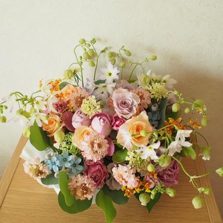 ご友人からのプレゼントの花と、赤ちゃんへの色々な色のミニブーケ_a0042928_11485091.jpg
