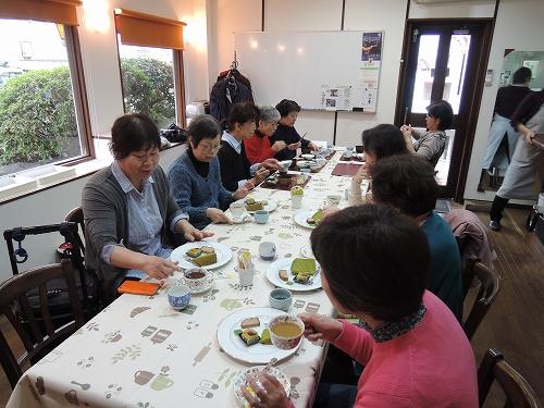 新年度最初の木曜カフェは_f0223914_1754157.jpg